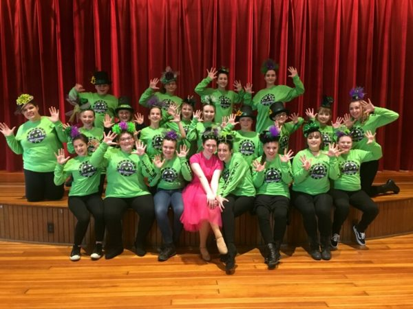 Glinda and Elphaba head to the Emerald City with the rest of the C Glee teens.